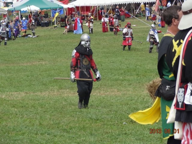File:Tall on the field at Pennsic.jpg