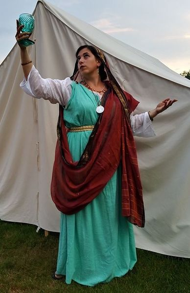 File:Roman at pennsic 48 - Berakha bat Mira v'Shlomo.jpg