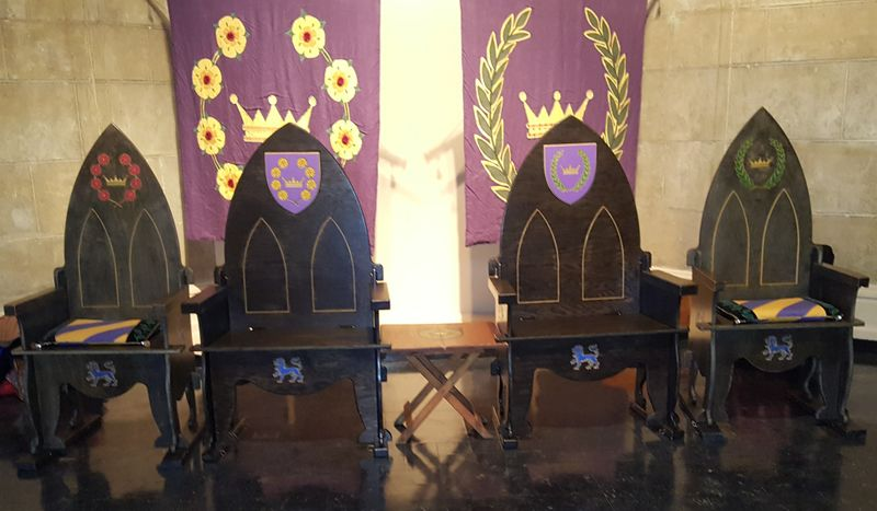 File:2 Sets of Royal Thrones.jpg